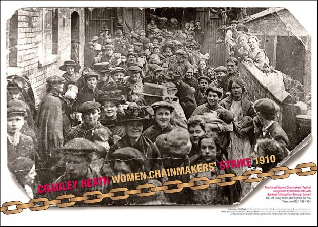 Poster of striking women chainmakers and allies in an alleyway after a meeting in 1910.